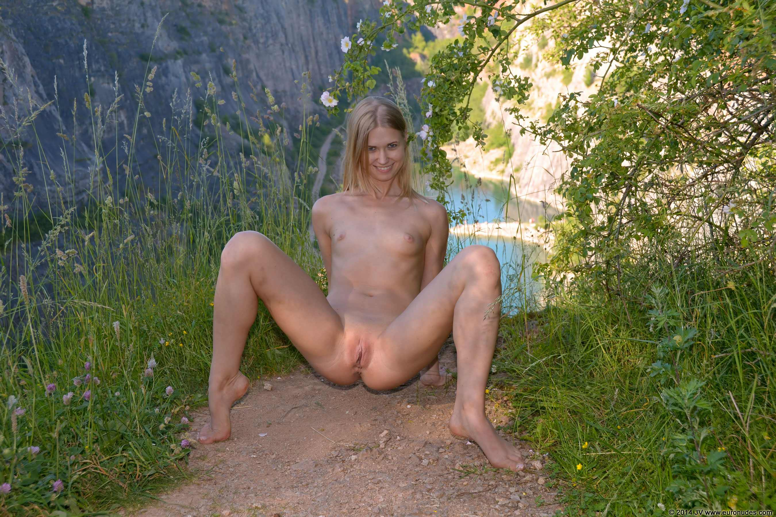 girls nude Hiking