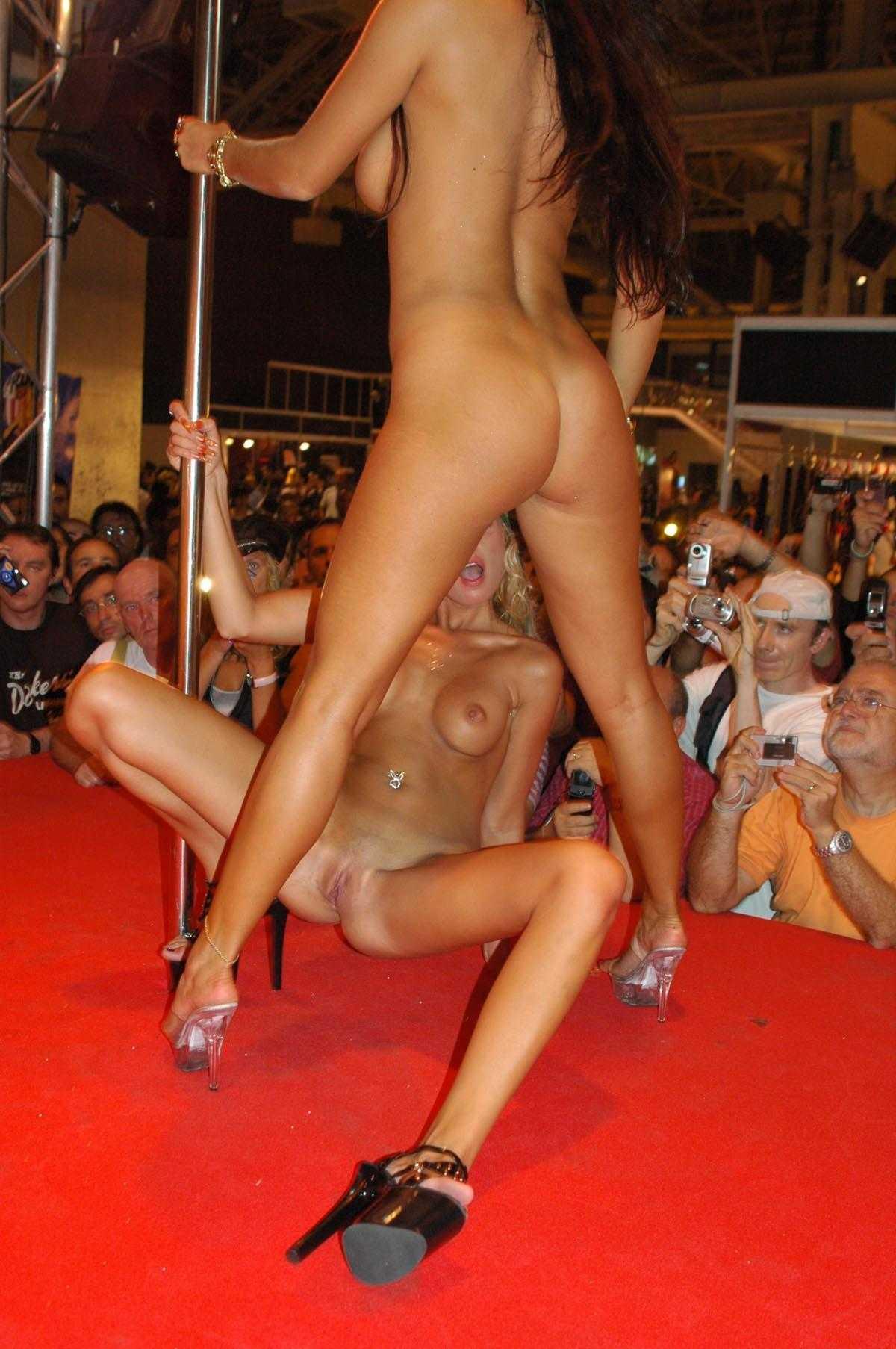 Секс в стриптиз баре