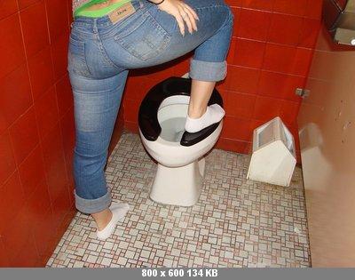 The toilet slave is red видео контакт кажется