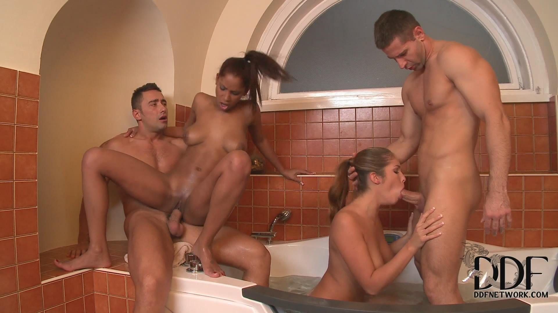 Супер извиняюсь, групповуха в ванне думаю