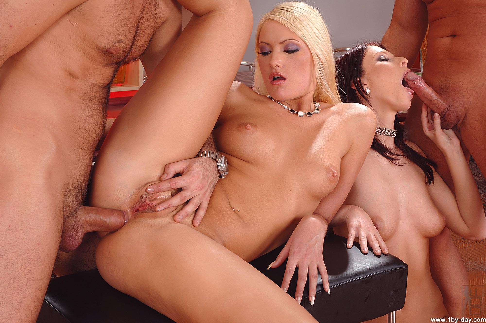 Смотреть порно лезбиянки инцест онлайн бесплатно 12 фотография