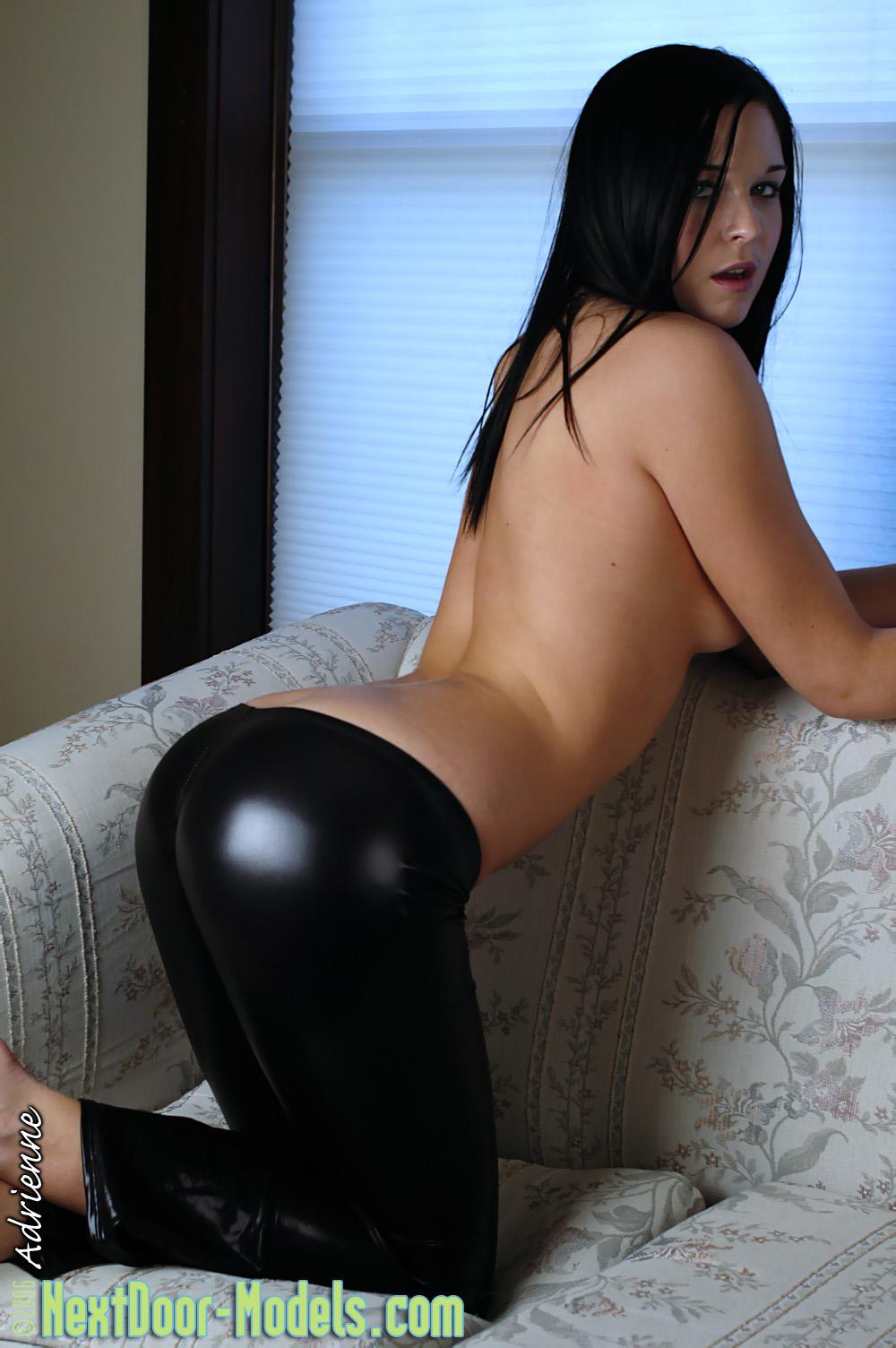 Смотреть порно красивая девушка в леггинсах 25 фотография