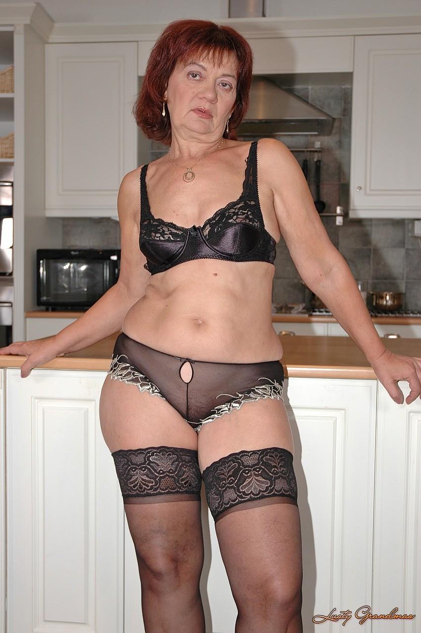 Смотреть порно бабушек в нижнем белье фото 581-563