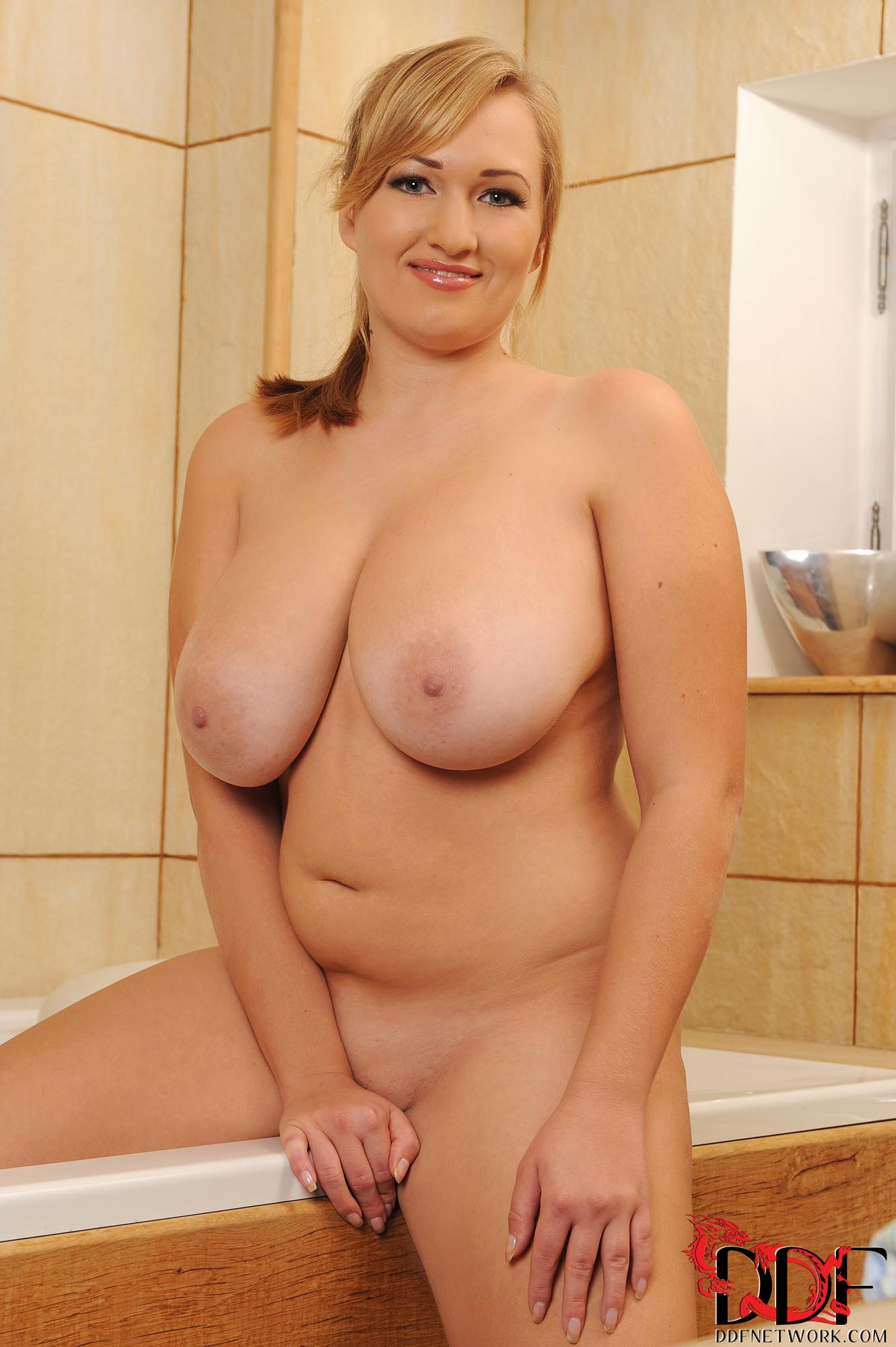Leanne crow oils her sexy boobs on webcam 2