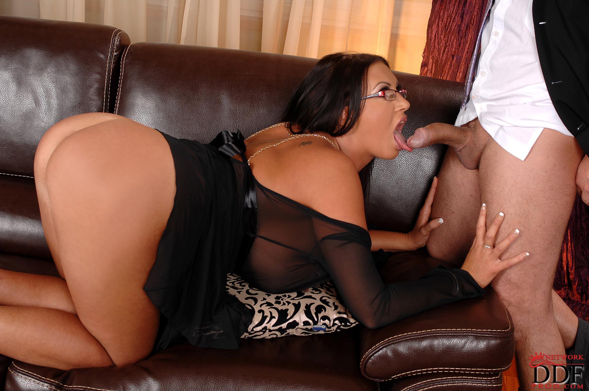 Смотреть бесплатно порно emma butt 21 фотография