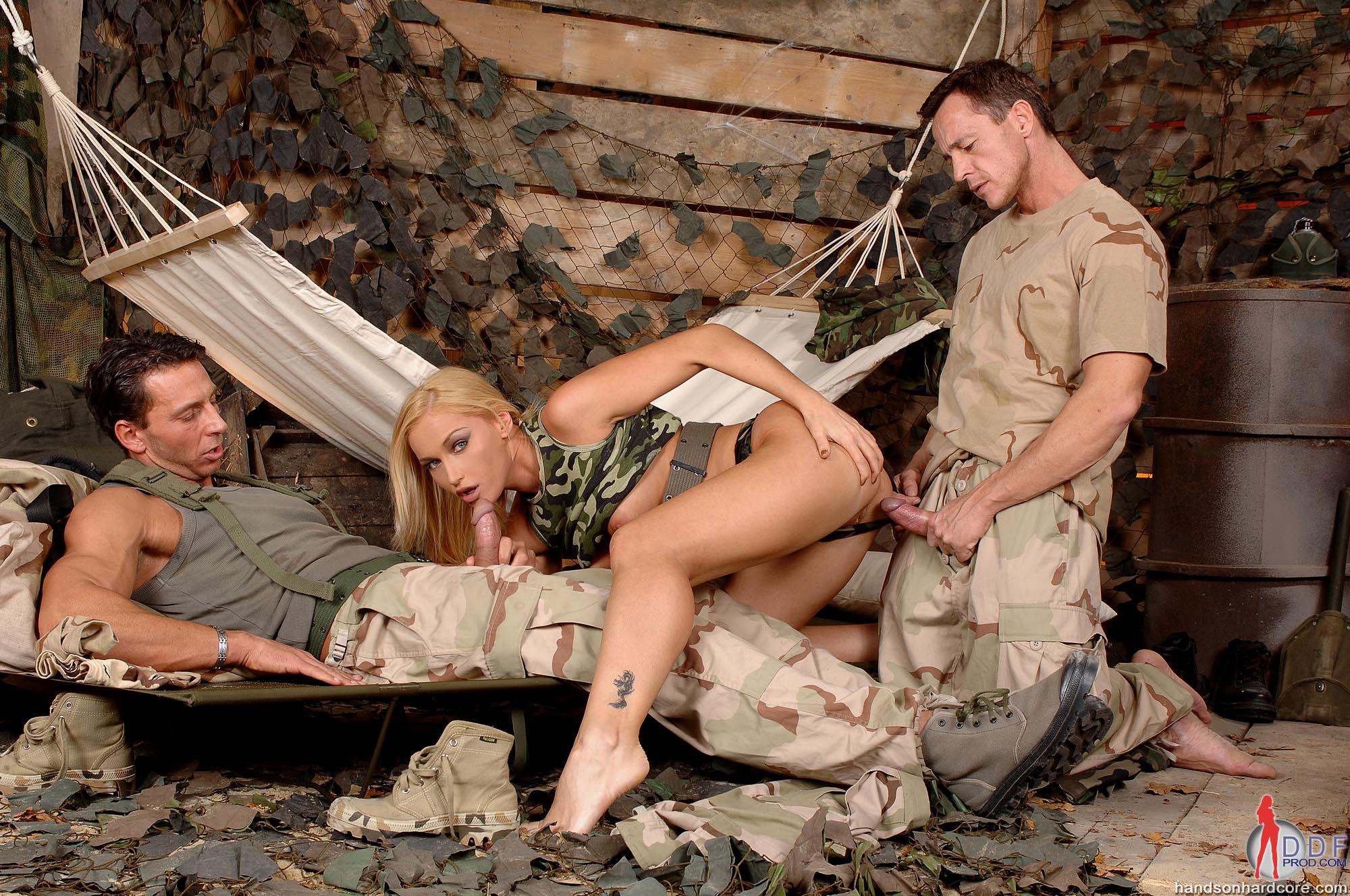 секс с военной медсестрой